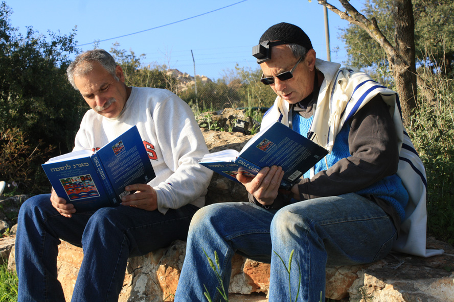 Learming the work of Rabbi Ashlag at the community of Eshchar in the Galilee